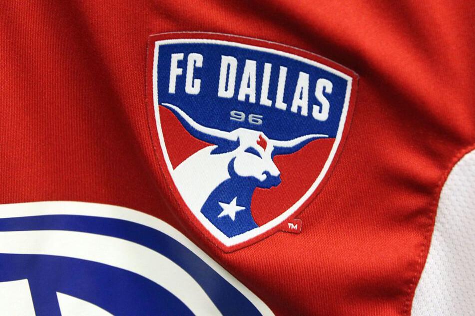 Das Logo der Mannschaft des FC Dallas ist auf einem Spieltrikot abgebildet.