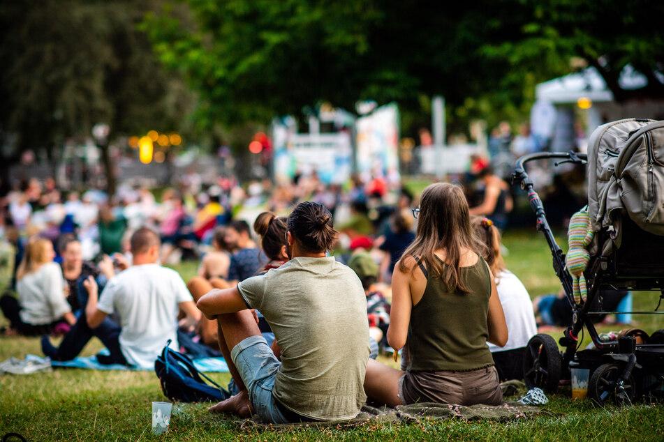 Open-Air-Veranstaltungen, wie hier der Parksommer in Chemnitz, sind nun auch im Erzgebirge wieder erlaubt.