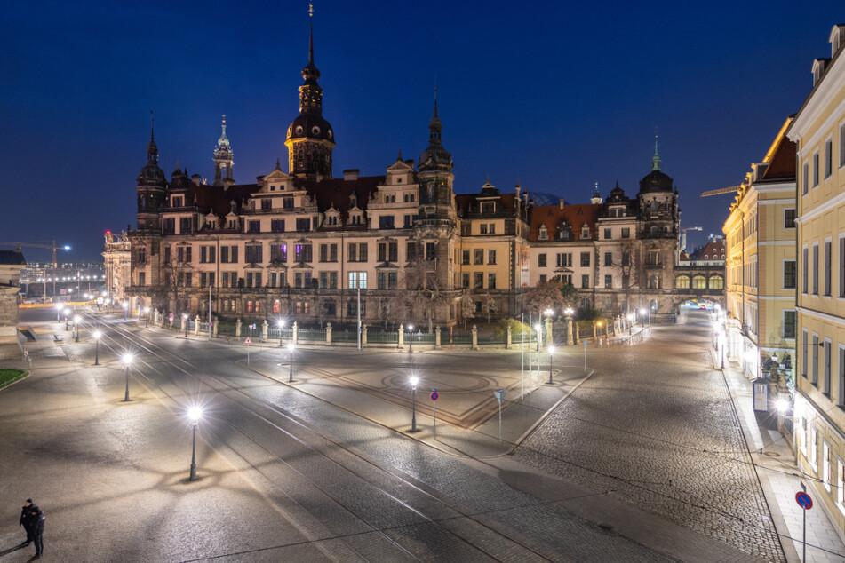 Das Residenzschloss in Dresden am Abend. Dort befindet sich auch das Kupferstichkabinett.