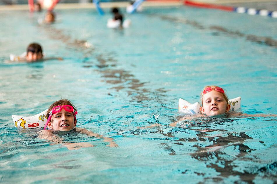 Chemnitz: Großer Zoff um Schwimm-Unterricht: Hunderte Chemnitzer Kinder dürfen nicht ins Wasser