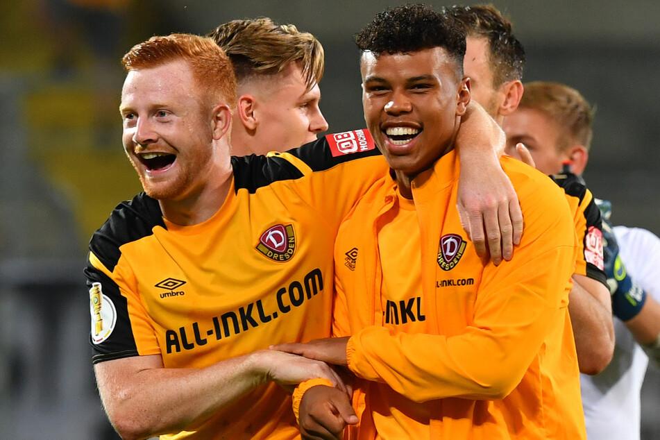 Zu feiern gab es in dieser Saison schon einiges für Ransford Königdörffer (19, r., mit Paul Will, 22). Dynamo steht auf Platz drei.