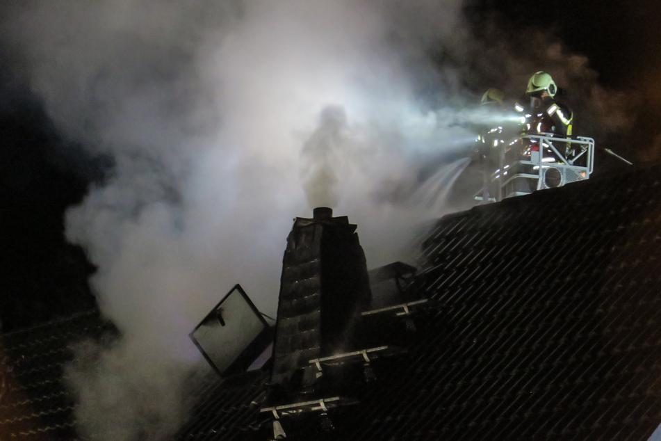 Die Feuerwehr musste das Dach öffnen, um den Brand zu löschen.
