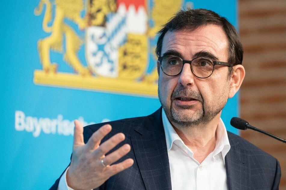Bayerns Gesundheitsminister Klaus Holetschek (56, CSU) will Pflegeberufe dauerhaft stärken. (Archiv)