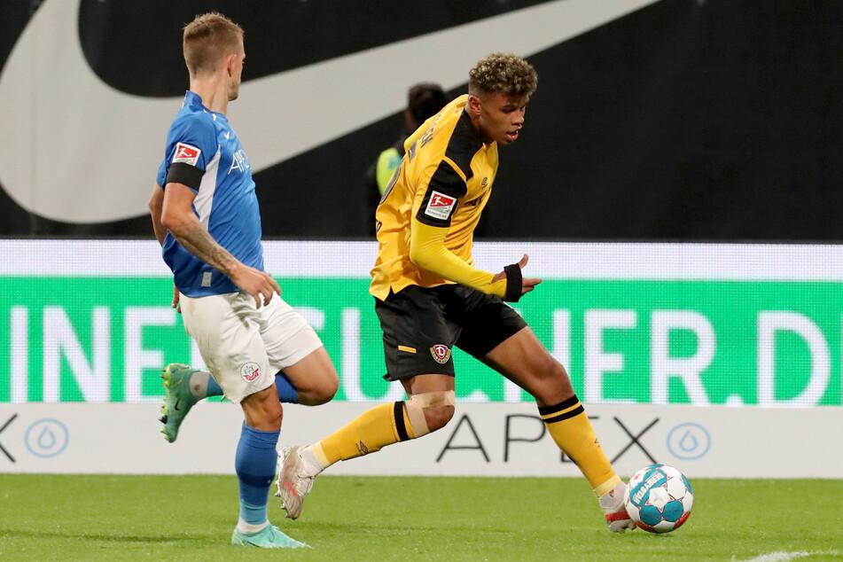 Ransford Königsdörffer (19, r.) jetzt auch für die U21-Auswahl am Ball. Das Dynamo-Talent konnte am Donnerstag sein Debüt feiern.