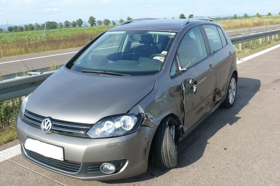 Die Polizei muss nun klären, warum der VW in den Gegenverkehr gerast ist.