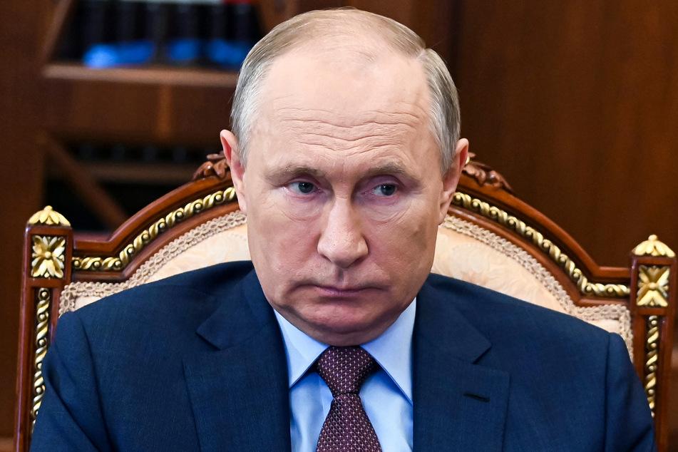 Wladimir Putin (69) kommt mit seinem Impfstoff Sputnik V nicht bei den Russen an. Das rächt sich nun bitter.