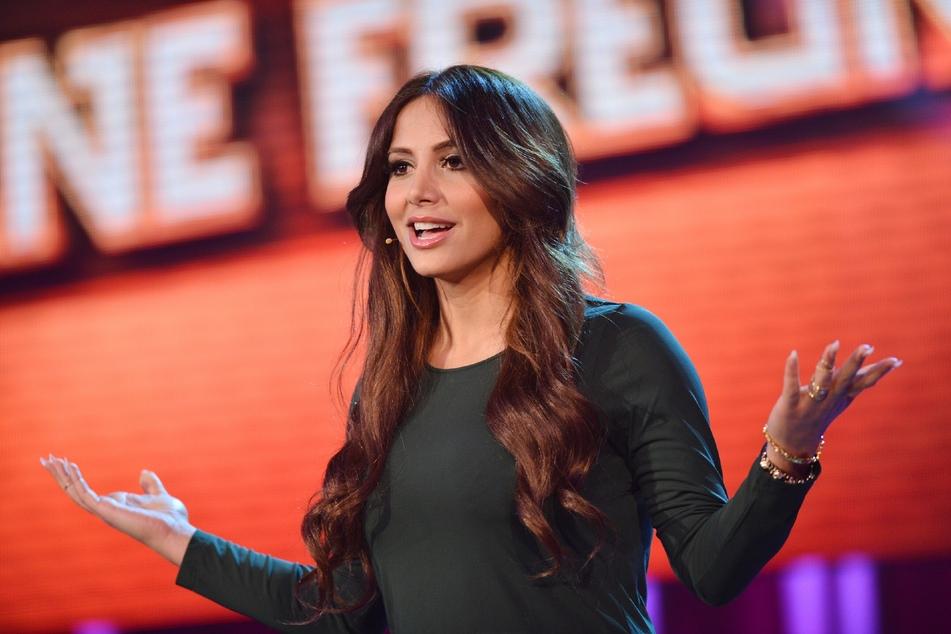 """Enissa Amani (39) ist nicht nur Schauspielerin und Comedian, sondern auch Showmasterin des Talks """"Die beste Instanz""""."""