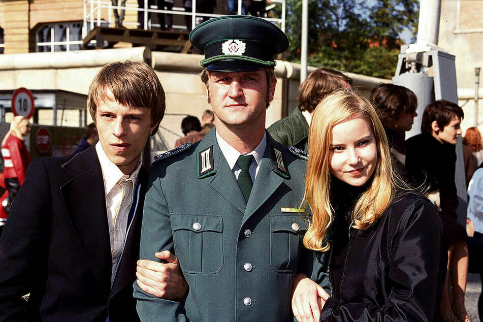 """Teresa Weißbach (r.) spielte 1999 die Rolle der Miriam Sommer in """"Sonnenallee""""."""