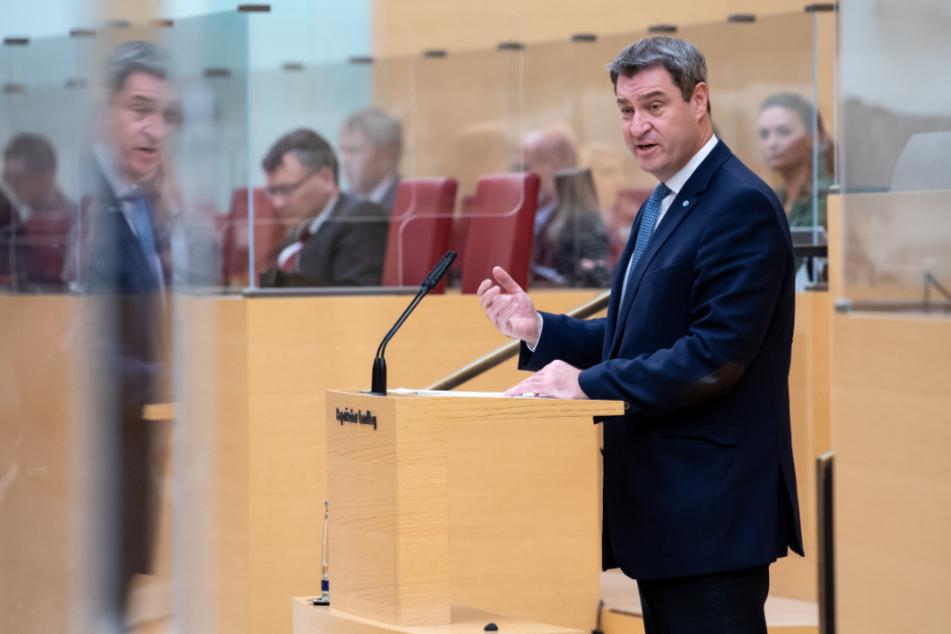 Markus Söder (CSU), Ministerpräsident von Bayern, gibt im bayerischen Landtag während einer Plenarsitzung eine Regierungserklärung ab.