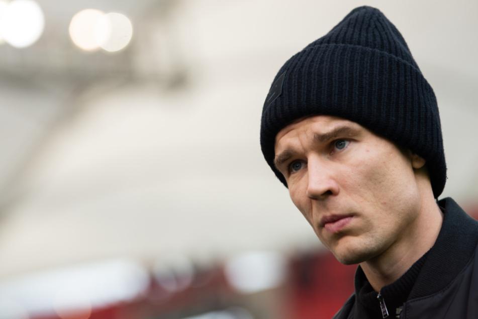 Holger Badstuber vom VfB steht vor dem Stadion.