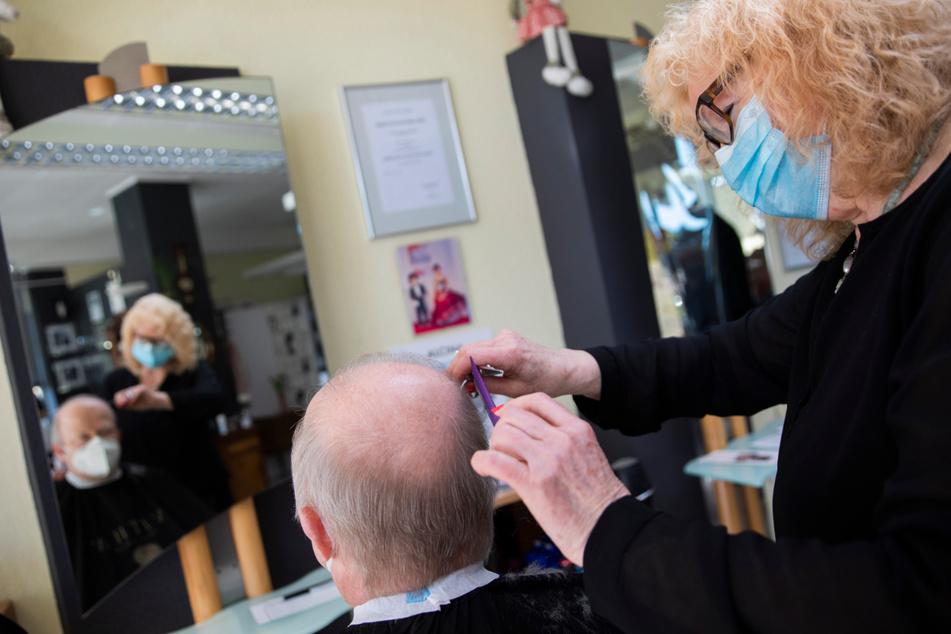 Wieder offen: So gut laufen die Geschäfte für Friseure und Blumenläden