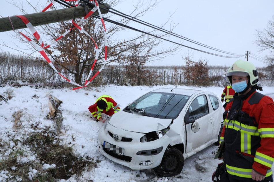 Ein Toyota landete im Straßengraben.