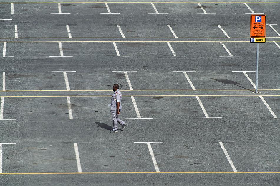 Jugendlicher stirbt nach Messerattacke auf Schulparkplatz
