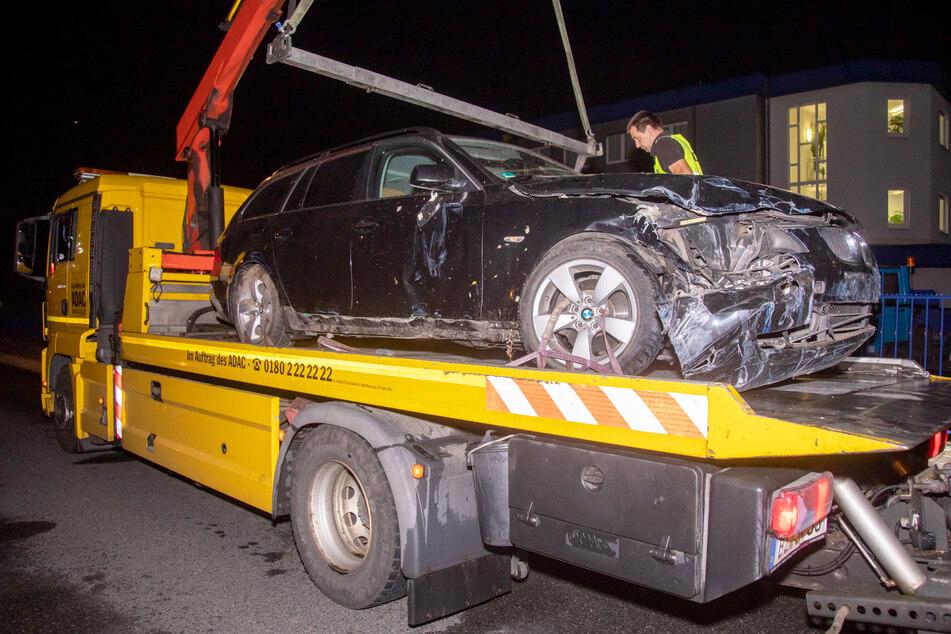 Das Fahrzeug so stark beschädigt, dass es abgeschleppt werden musste.