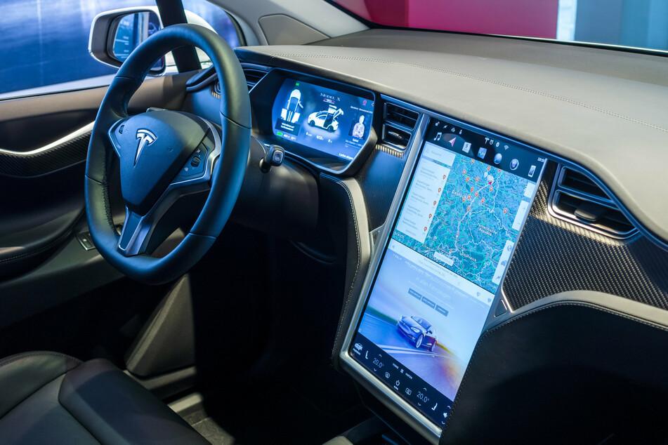Musk tweets dates for Tesla's full self-driving beta release