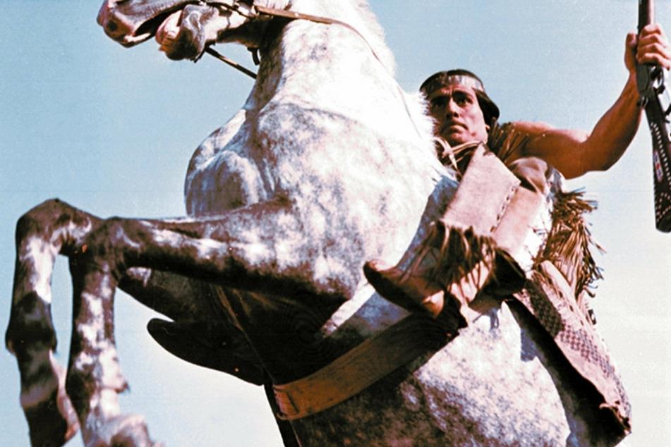 """""""Die Söhne der großen Bärin"""" - DDR-Abenteuer im MDR um 10.50 Uhr mit Gojko Mitic (80). Er will den Tod seines Vaters Mattotaupa rächen und das Siedlungsgebiet in den Black Hills für seinen Stamm zurückerobern."""