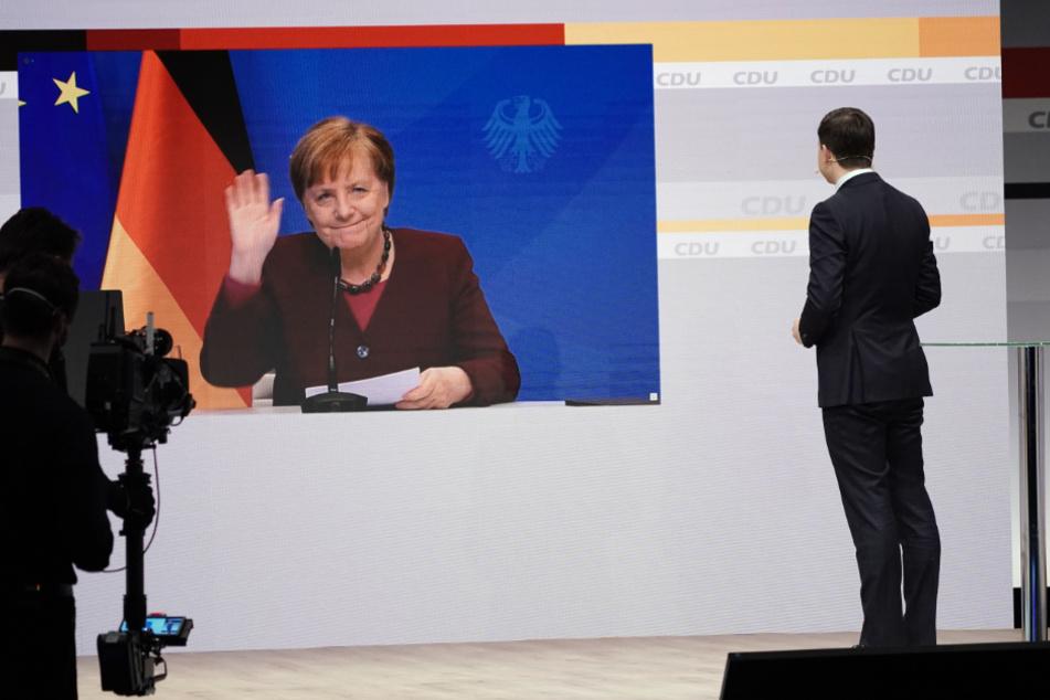 Bundeskanzlerin Angela Merkel (66, CDU) ist digital zugeschaltet beim digitalen Bundesparteitag der CDU und spricht ein Grußwort, rechts Generalsekretär Paul Ziemiak.
