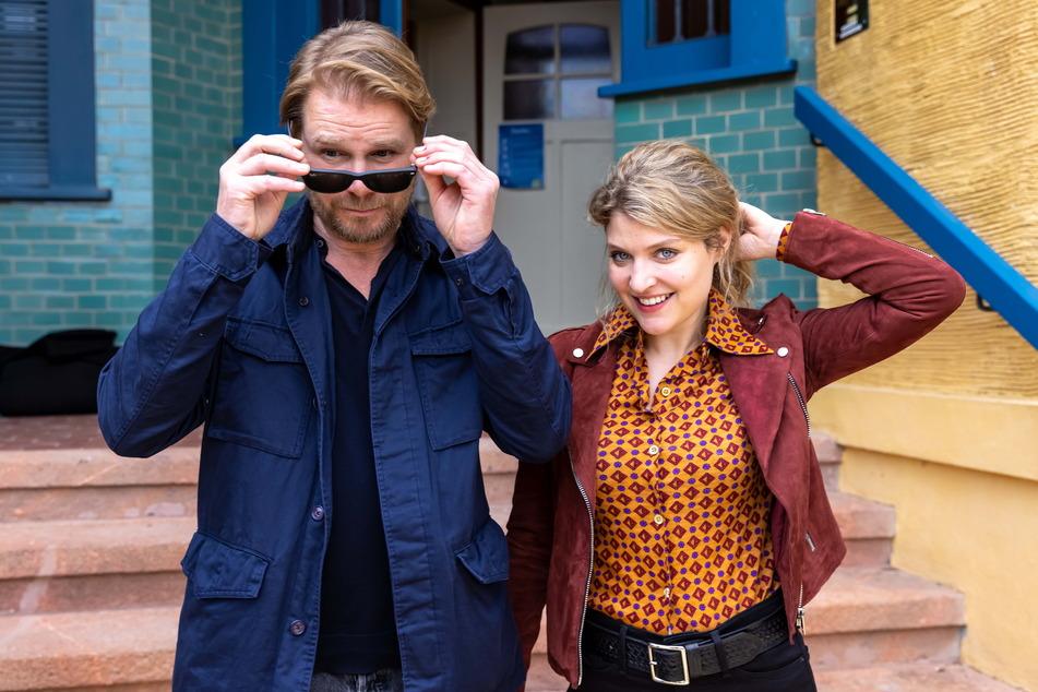 Kai Scheve (55) und Lara Mandoki (31) Anfang Juni bei den Dreharbeiten zum fünften Erzgebirgsrkrimi in Chemnitz.