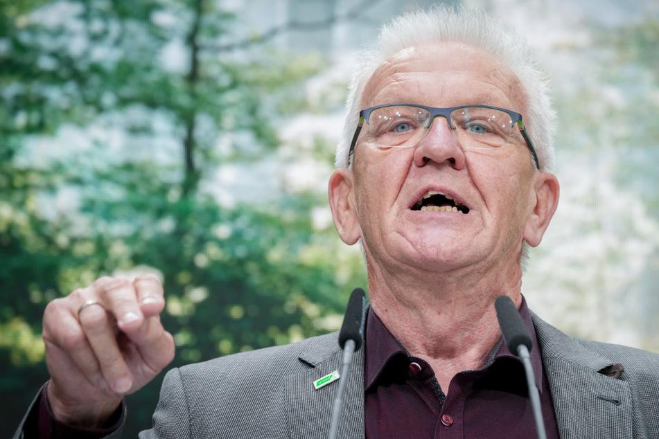 Winfried Kretschmann (73, Grüne) hat zugegeben, bei einer Party während seiner Studienzeit zu einem Song der Rolling Stones gekifft zu haben.