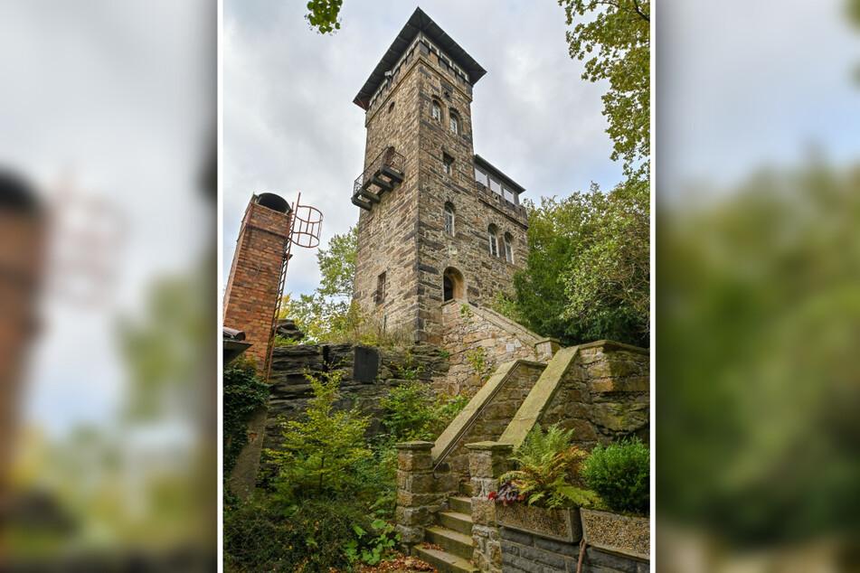Der Sockel des alten Bismarck-Denkmals neben den Turm auf dem Czerneboh ist noch erhalten.