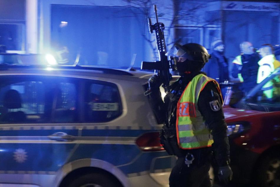 Bei einer Schießerei zwischen Mitgliedern des Berliner Clan-Milieus wurden in der Nacht zum zweiten Weihnachtsfeiertag vier Männer verletzt.