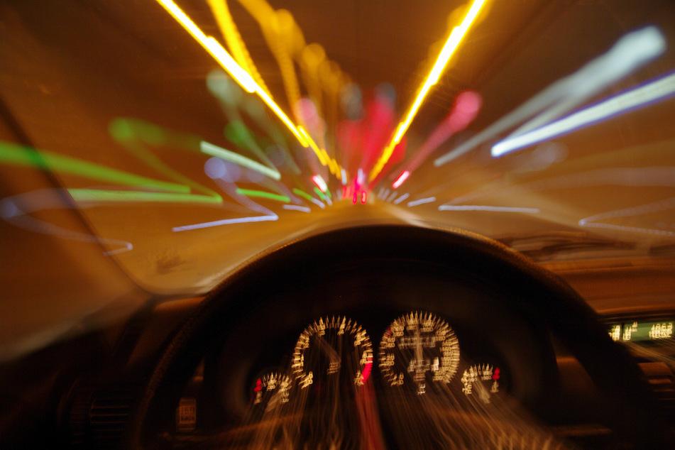 Köln: Mit 220 Sachen über die A1: Autobahnpolizei schnappt Raser