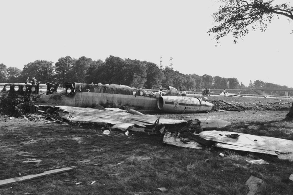 Die Trümmer des am 6. September 1971 bei Hamburg verunglückten Charterflugzeuges. (Archivbild)