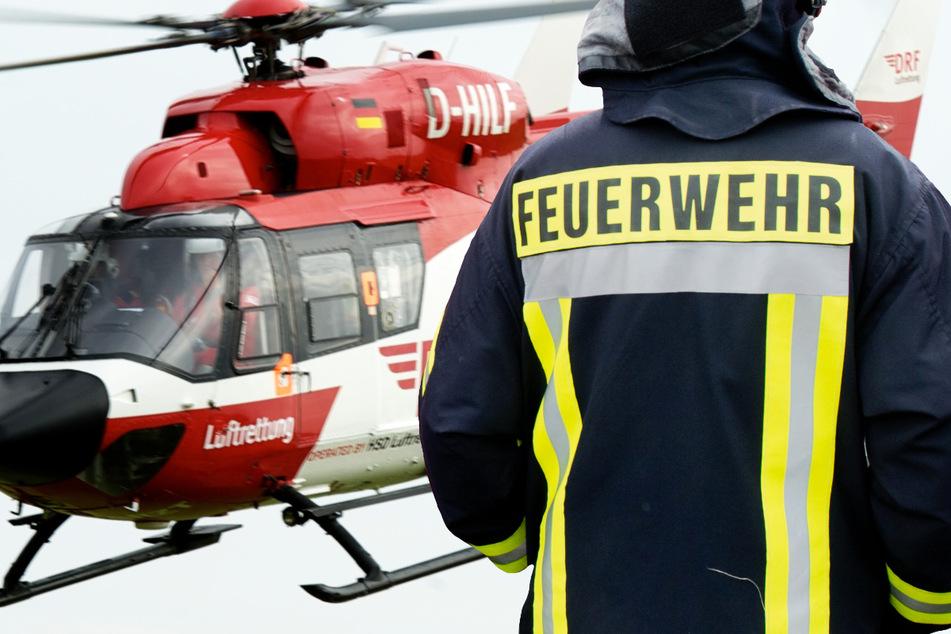 Ein Mann wurde durch das Feuer in Wiesbaden schwer verletzt. Ein Rettungshubschrauber brachte ihn in eine Klinik (Symbolbild).