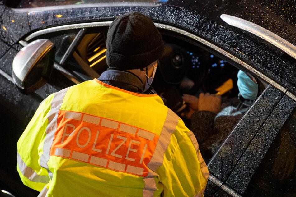 Die Polizei stoppte die Autos und leitete Ermittlungsverfahren ein. (Symbolbild)