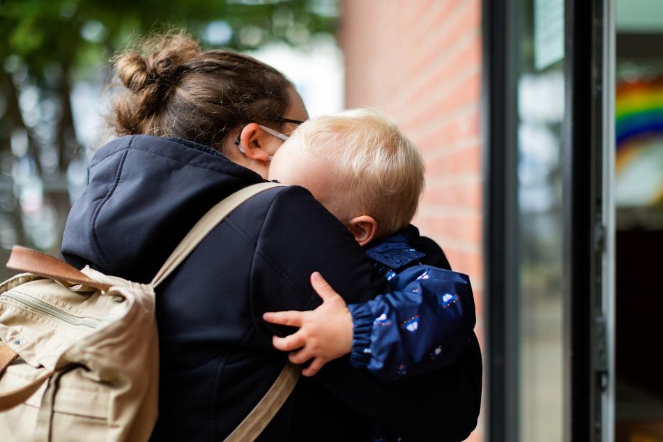 Nach wochenlanger Zwangspause wegen der Corona-Pandemie geht es an diesem Montag für Kindergartenkinder wieder los.
