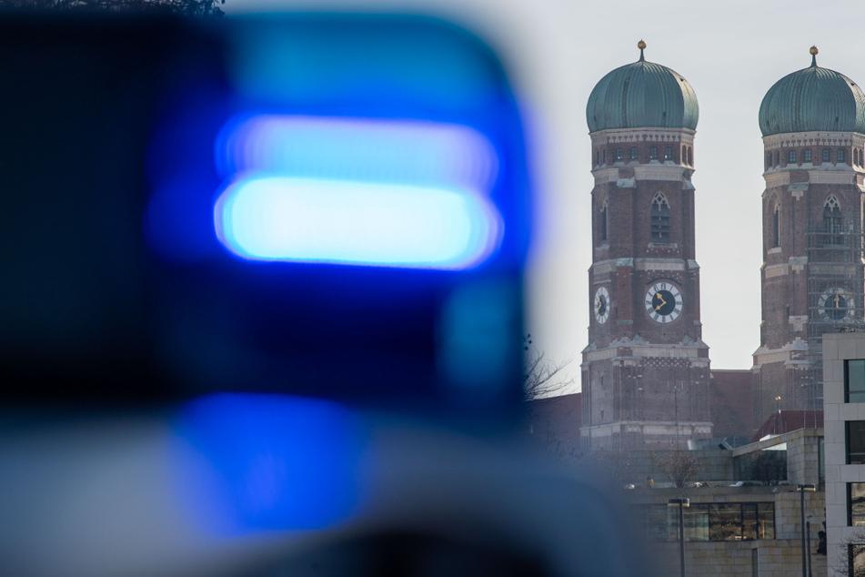 Die Polizei hat in München eine große Menschenansammlung in der Türkenstraße aufgelöst. (Symbolbild)