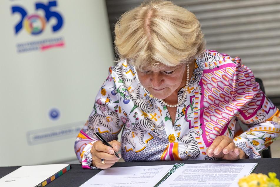 Kulturstaatsministerin Grütters unterzeichnete am Freitag die Finanzierungsvereinbarung.