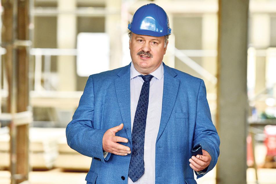 SIB-Dresden-Chef Ulf Nickol (55) zeigte gestern den Rohbau des neuen Instituts.