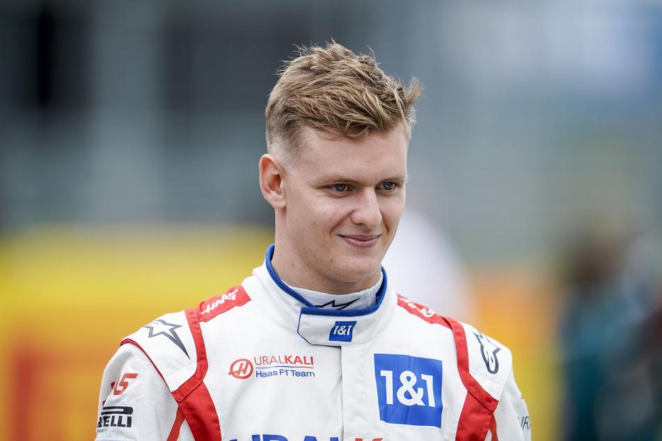 Aufgesetztes Lächeln: Mick Schumacher (22) ist genervt von seinem Rennstall.