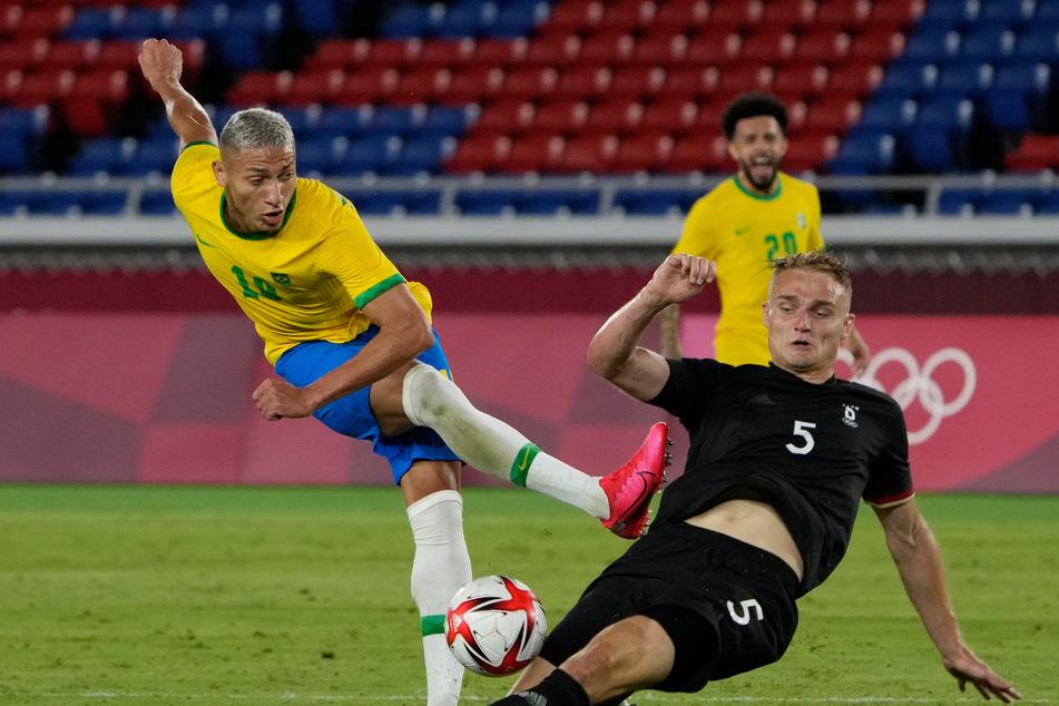 Amos Pieper (23) grätscht noch dazwischen. Trotzdem traf Brasiliens Torjäger Richarlison (24) insgesamt dreimal.