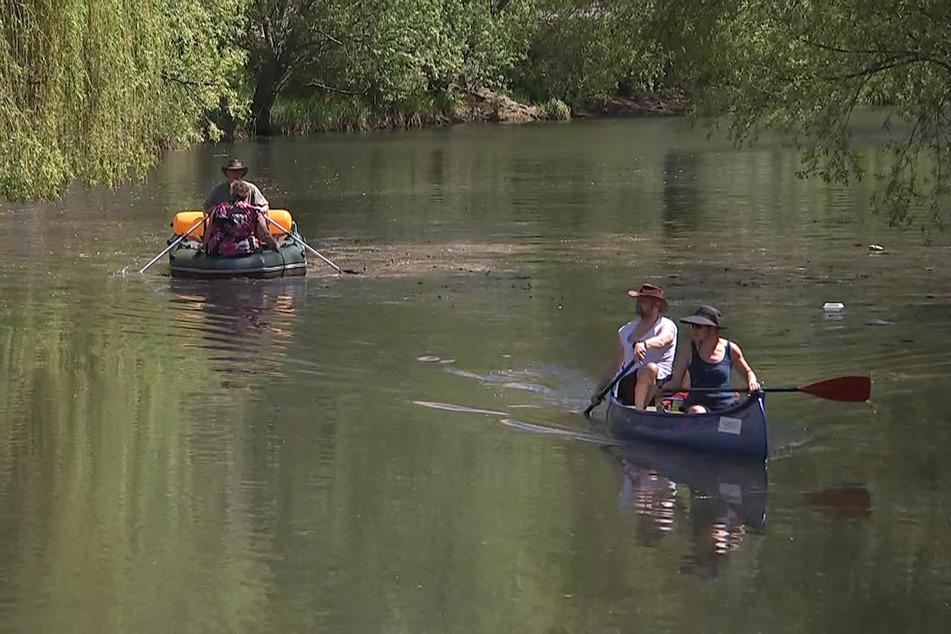 Endlich wieder Paddelwetter! Bei bis zu 28 Grad durchquerten einige Sportsfreunde den Karl-Heine-Kanal mit dem Boot.