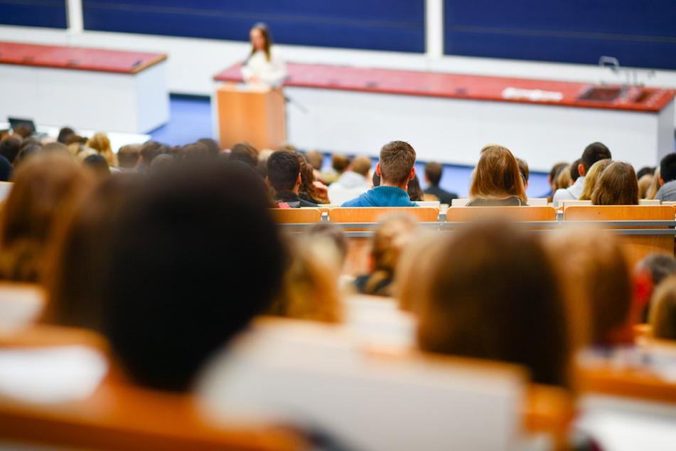Abschlussklausuren verschwinden: Studenten werden vor schwierige Wahl gestellt