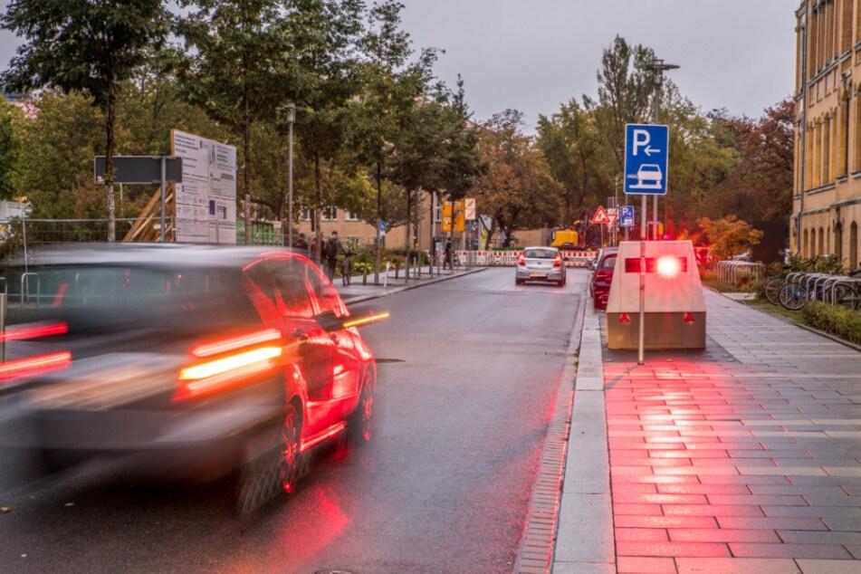 """Hab dich! Einer von Leipzigs Super-Blitzern wurde nun in der Liebigstraße entdeckt. Gerade, als Fotograf Christian Grube den sogenannten """"Enforcement Trailer"""" auf Bild festhalten wollte, löste er schon wieder aus."""
