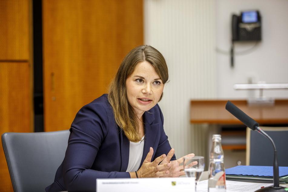 """Dr. Nicole Geisler von der Generalstaatsanwaltschaft informierte über 167 eingeleitete Strafverfahren zum """"Fahrradgate""""."""