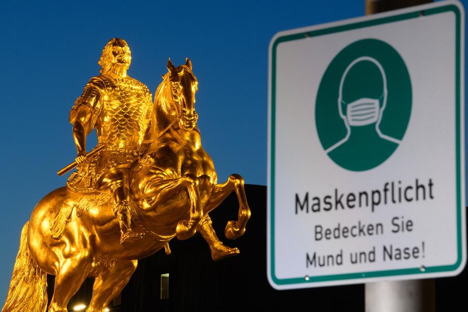 Maskenpflicht: Gilt überall in Sachsen, nicht nur am Goldenen Reiter in Dresden. Nur wer in den Wald geht, braucht keine Maske.