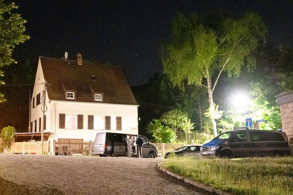 In einem Wohnhaus in Weimar wurden am Sonntagabend zwei Tote entdeckt.