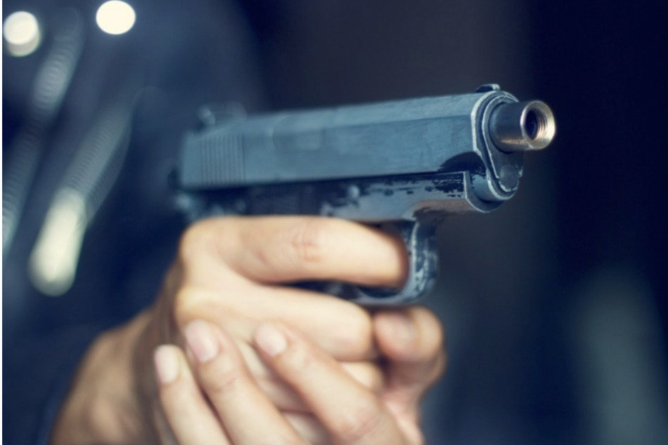Mehrere Schüsse lösten sich aus der Schreckschusswaffe - als die Polizei anrückte, waren die Angreifer jedoch schon wieder verschwunden. (Symbolbild)