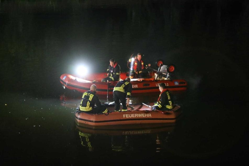 Die Kameraden der Feuerwehr suchten das Elsterflutbett ab.
