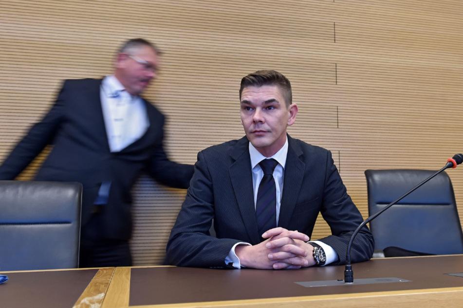 Daniel Zabel am 30. Oktober 2019 am Amtsgericht Dresden mit seinem damaligen Anwalt Frank Hannig.