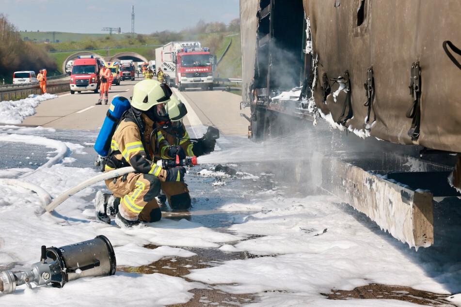 Unfall A17: Großeinsatz der Feuerwehr: A17 bei Pirna wegen Lkw-Brand teilweise gesperrt
