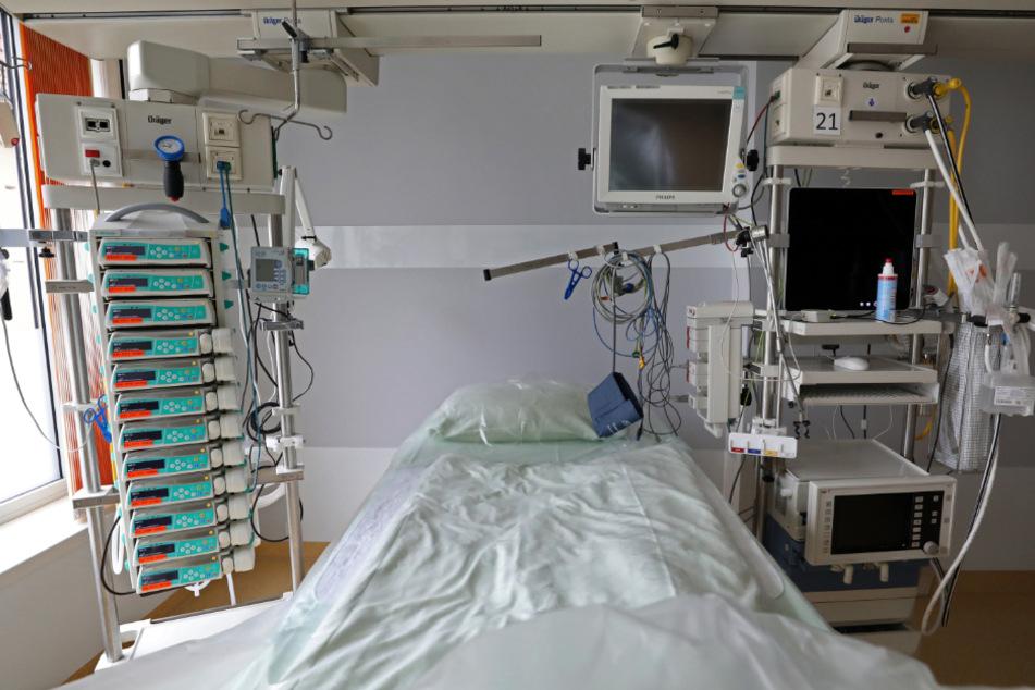 Die Zahl der Corona-Intensivpatienten in Baden-Württemberg ist innerhalb eines Tages um 15 gestiegen.