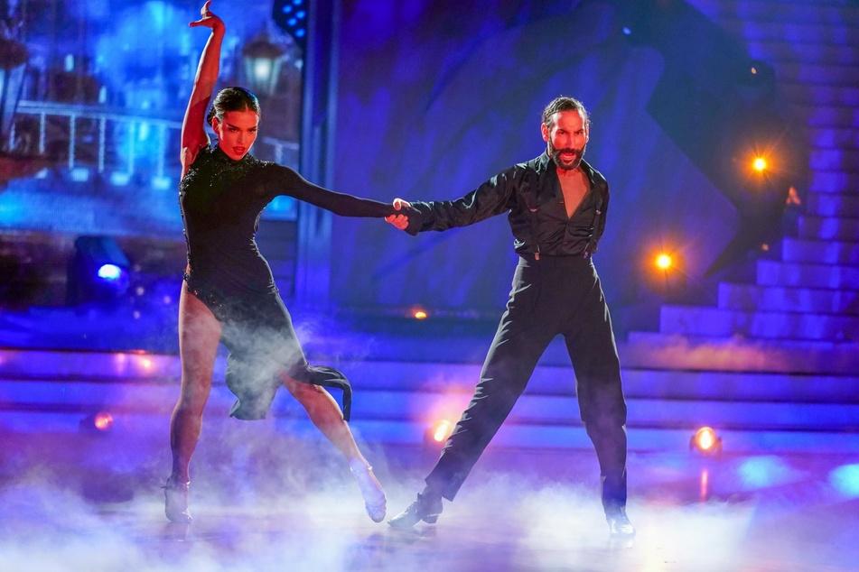 Das Siegerpaar erhielt im Finale dreimal 30 Punkte.