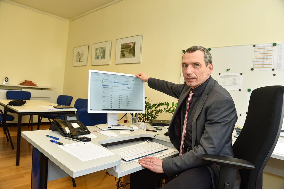 Schulleiter Marcello Meschke (59) ist zufrieden mit der Anwendung von LernSax am Bertolt-Brecht-Gymnasium.