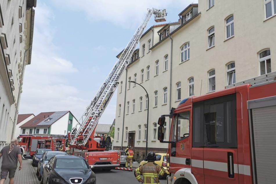 Im Dachstuhl des Mehrfamilienhauses in der Spinnereistraße war das Feuer am Montagmorgen ausgebrochen.