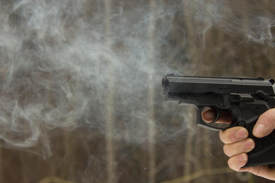 Chemnitz: Mann bedroht Jugendliche mit Waffe und schießt